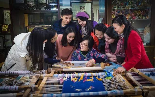 常年招收女徒弟_曾为邓小平绣像,作品震惊世界,70岁的她用半生告诉你什么是 ...